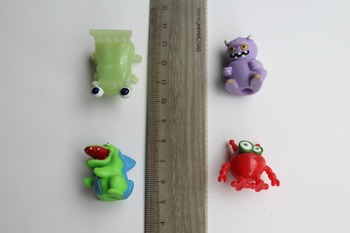 200pcs Multi Monstriem Kapsula lelle. ar caurumu Gashapon rotaļlietas 3.5 cm trash monster pack lelle d12